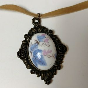 Porcelain pendant choker necklace